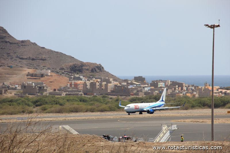 Aeroporto Comoro : Aeroporto cesária Évora são pedro ilha de vicente