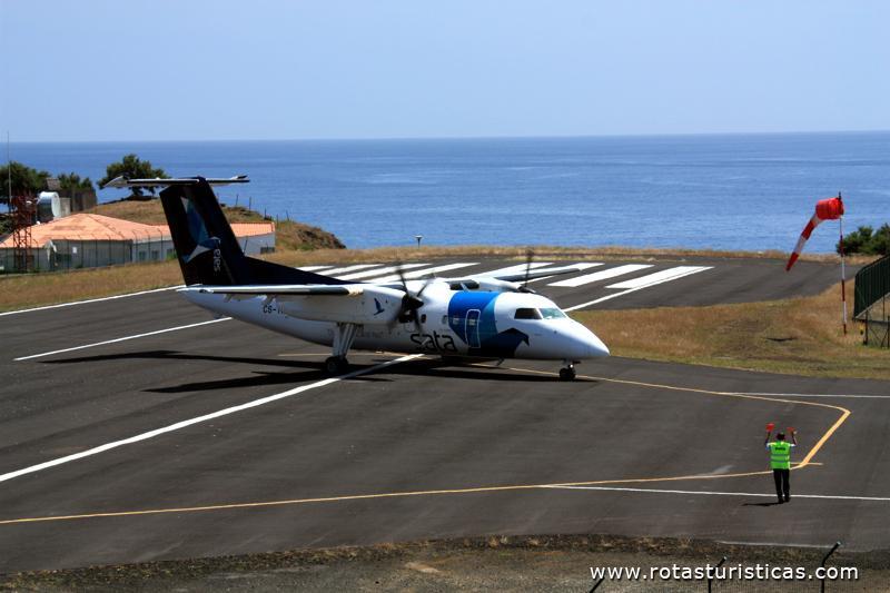 Aeroporto Comoro : Aeroporto do corvo só tem espaço para um pequeno avião