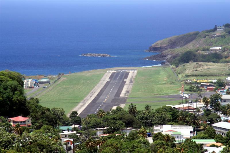 Aeroporto Comoro : Pista do aeroporto e t joshua kingstown são vicente