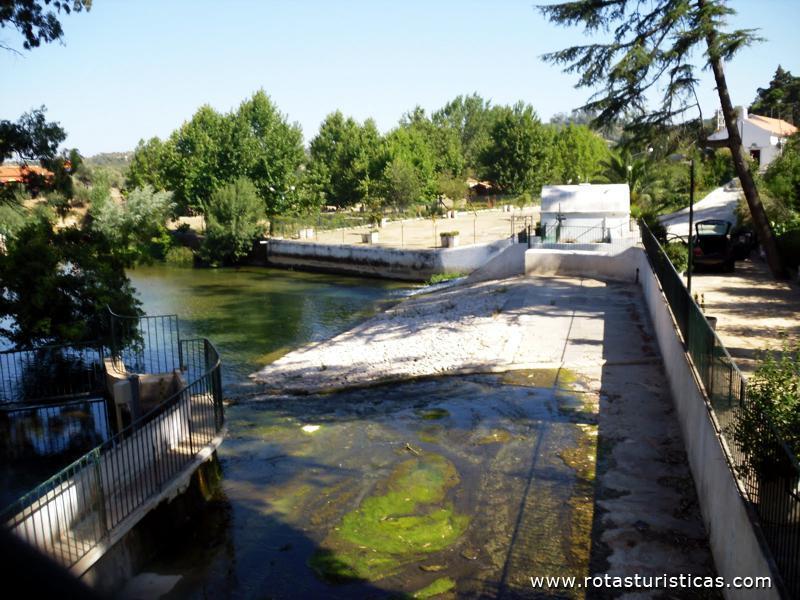 Hot is pr ximos a praia fluvial dos olhos d gua for Hoteis zona centro com piscina interior